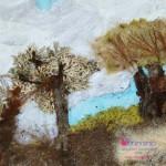 collage con foglie rami licheni sabbia
