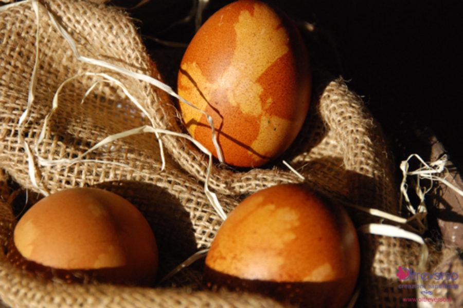 Uova tinte con colori naturali per Pasqua: chi vincerà?