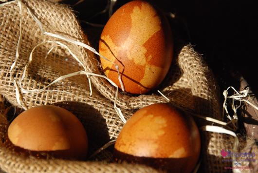 Decorare le uova di Pasqua con colori naturali