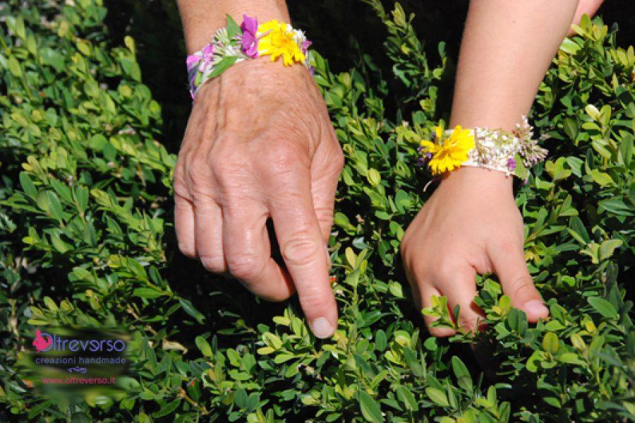 Braccialetti di fiori creati passeggiando