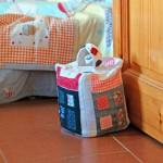 3_fermaporta_cucito_creativo_casetta_riciclostoffa_sabbia