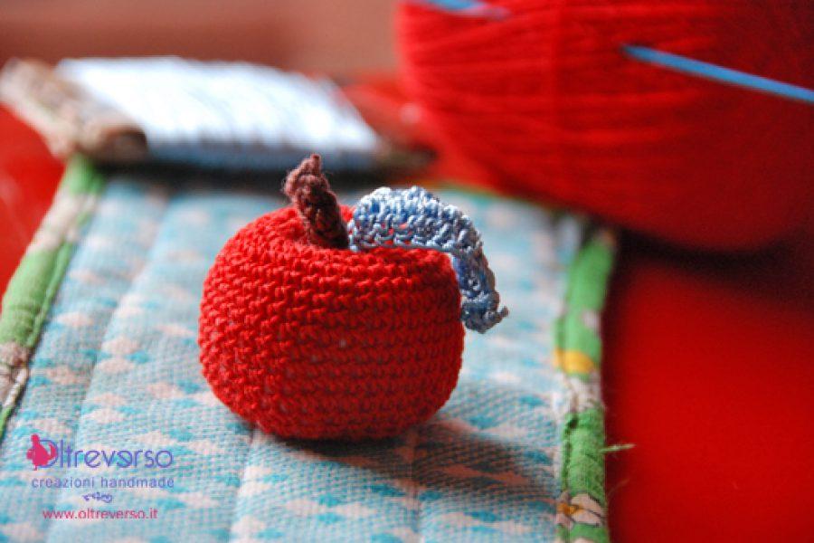 Una mela all'uncinetto al giorno leva il medico di torno