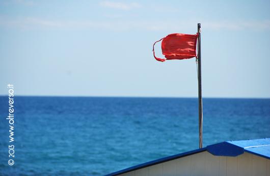 bandierarossa_spiaggia_mare