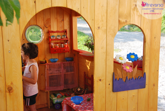 Una casetta faidate in giardino per i bambini wooden for Casetta legno bambini fai da te