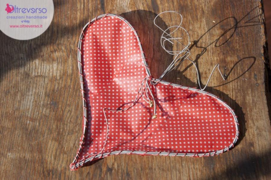 Un cuore di acciaio e carta velina per San Valentino riciclando le corde degli strumenti