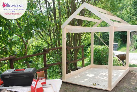 Una casetta per i bambini fai da te in giardino il for Casetta di cartone per bambini fai da te