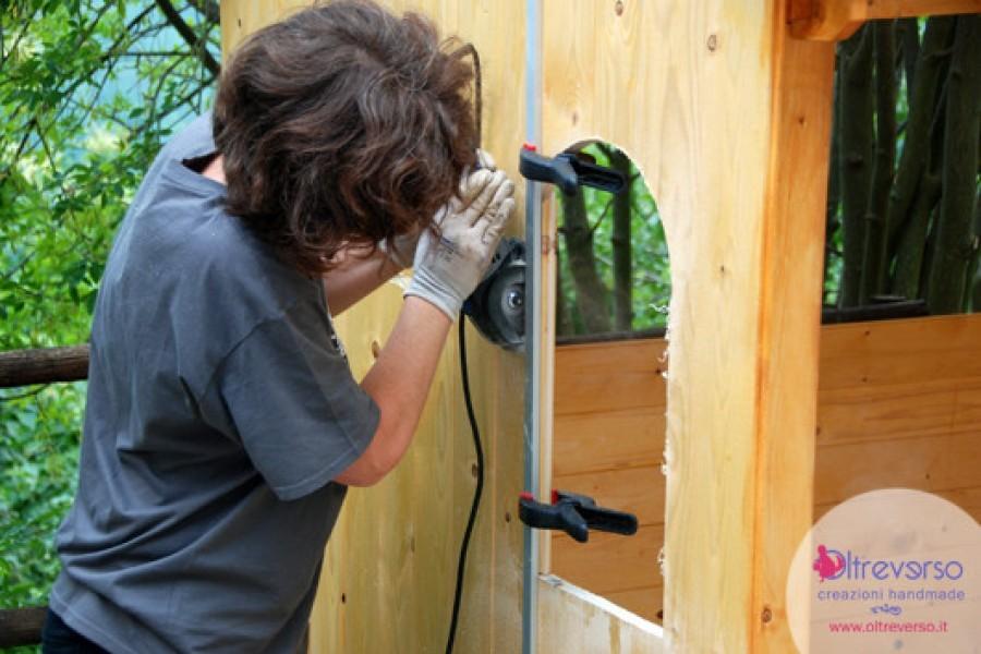 Il tutorial per porte e finestre: come costruire una casetta per i bambini fai da te in giardino