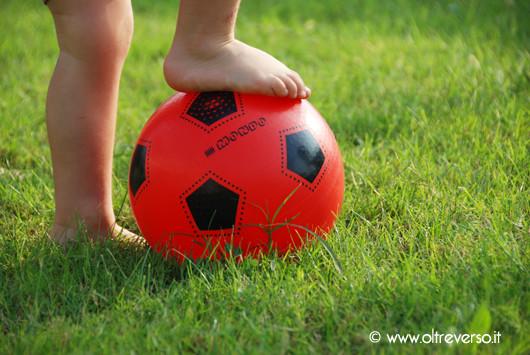 calcio-inizio-partita-pallone-bambini-calcio- ©oltreverso