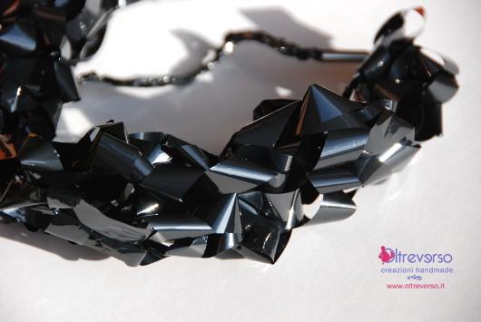 collana-diy-vhs-fingerknit-videotape-necklace-tutorial-particolare
