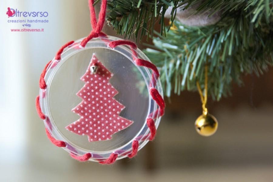 Decorazioni natalizie diy con il feltro e i coperchi degli yogurt + tutorial