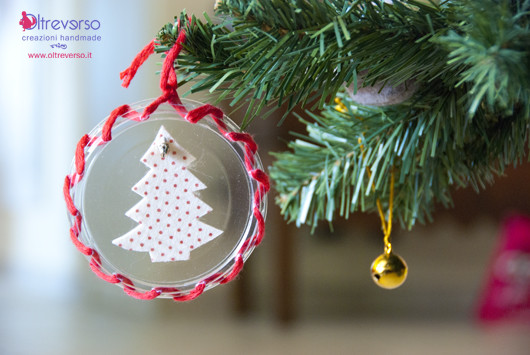 palle-natale-riciclo-coperchi-yogurt-decorazioni-natalizie-tutorial-feltro-white