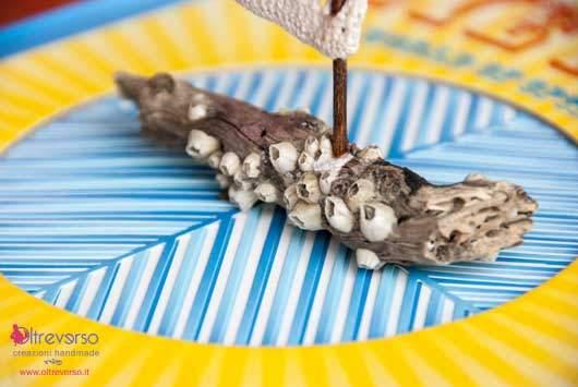 barca vela a crochet uncinetto  con i  legnetti trovati sulla spiaggia