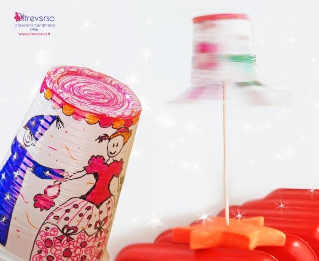 giostra rotante per bambini ad aria calda costruita con un bicchiere