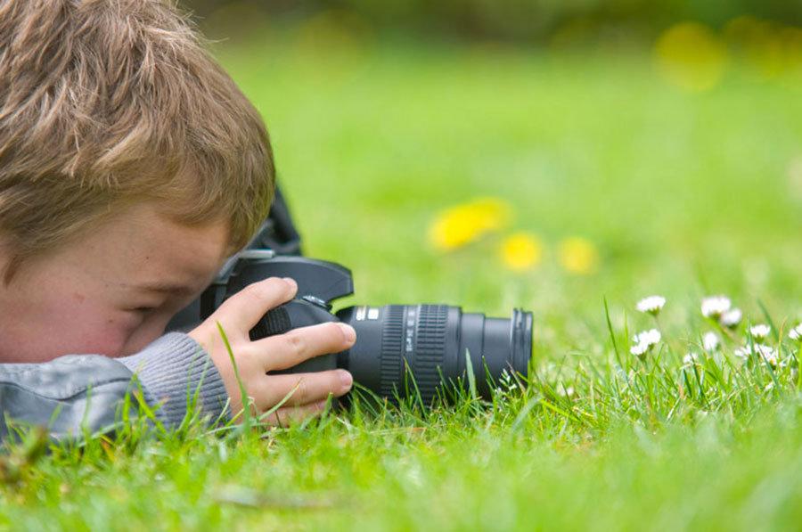 Bambini e fotografia in un manuale gratuito, con qualche consiglio per i genitori
