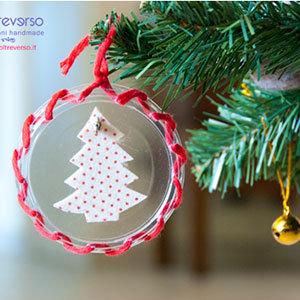 decorazioni per l'albero di natale riciclando i coperchi degli yogurt