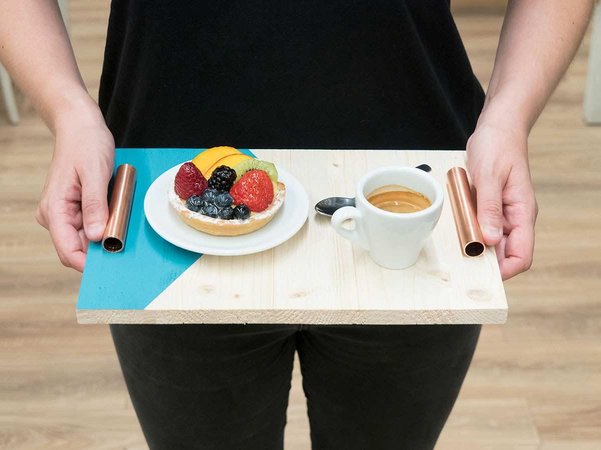 Vassoi In Legno Fai Da Te : Vassoio colazione in legno fai da te di design con tutorial