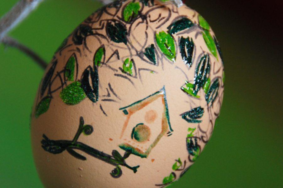 Decorare le uova di Pasqua: con l'embossing il gioco continua