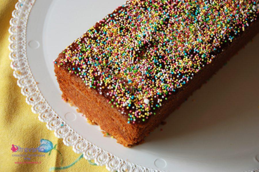 Decorare un dolce con i bambini per la festa dei saluti