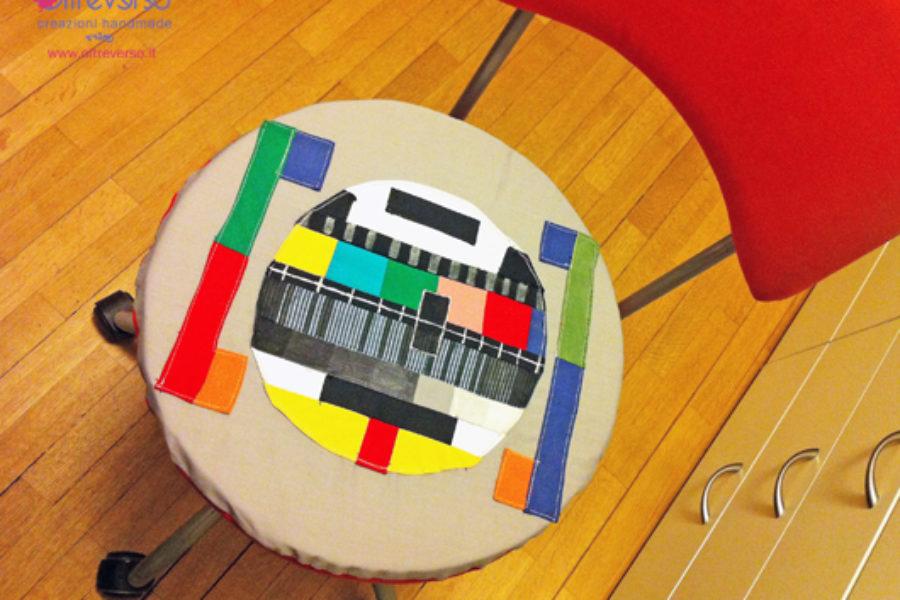 Un monoscopio come cuscino per il laboratorio di elettronica di papà
