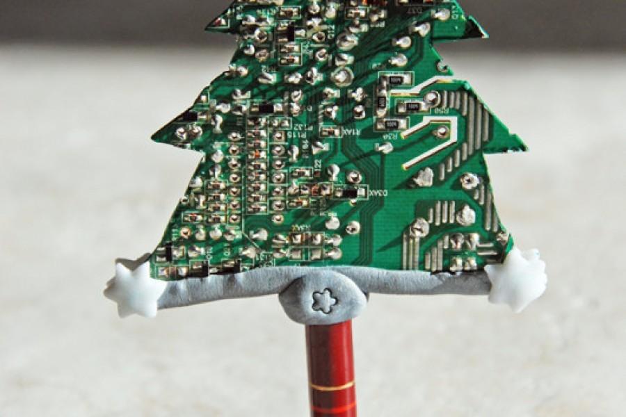 Alberelli di Natale da Silicon Valley riciclando schede elettroniche per #Natalefaidame #dremel a Mondo Creativo