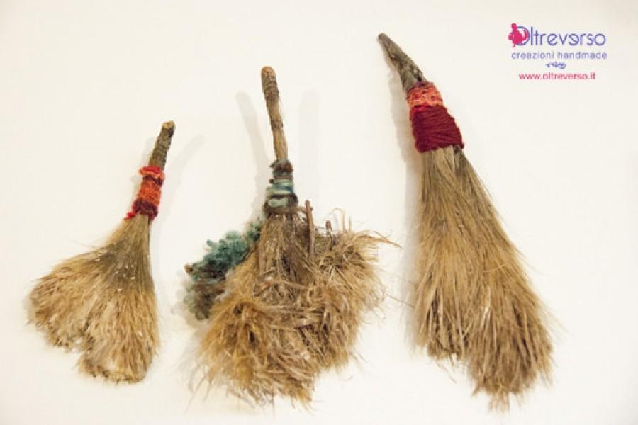 Befana handmade con i legnetti restituiti dal mare, Magika Friendly Plastic, vinile e un po' di fantasia