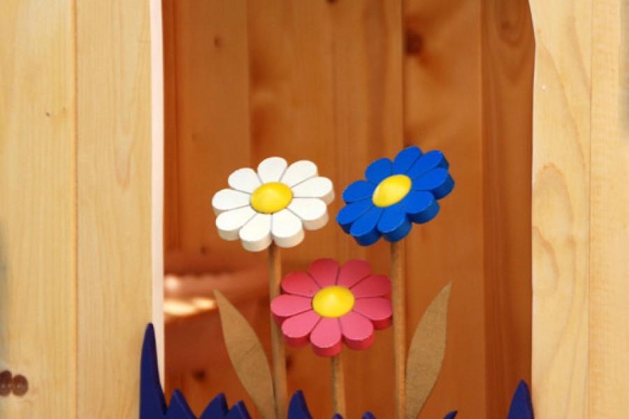 Il davanzale fiorito fai-da-te per la casetta in giardino dei bambini: il tutorial