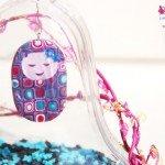 Decorazione campana in plexiglass da decoupage con bamboline in fimo