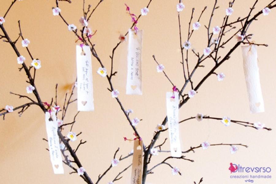 Guest book tree per i matrimoni country chic con fiori di melo a crochet