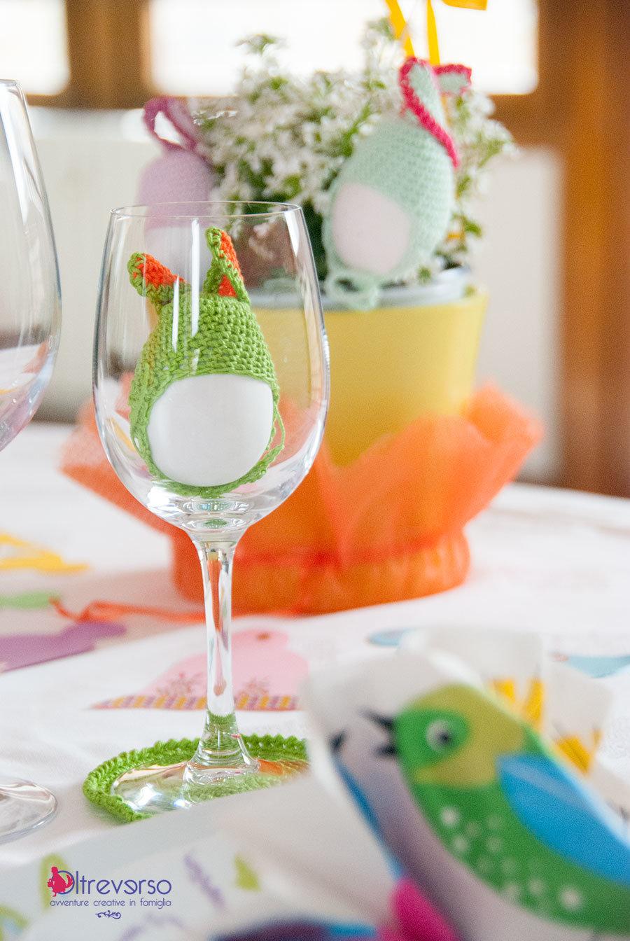la tavola di pasqua cappelli a coniglio per le uova all'uncinetto