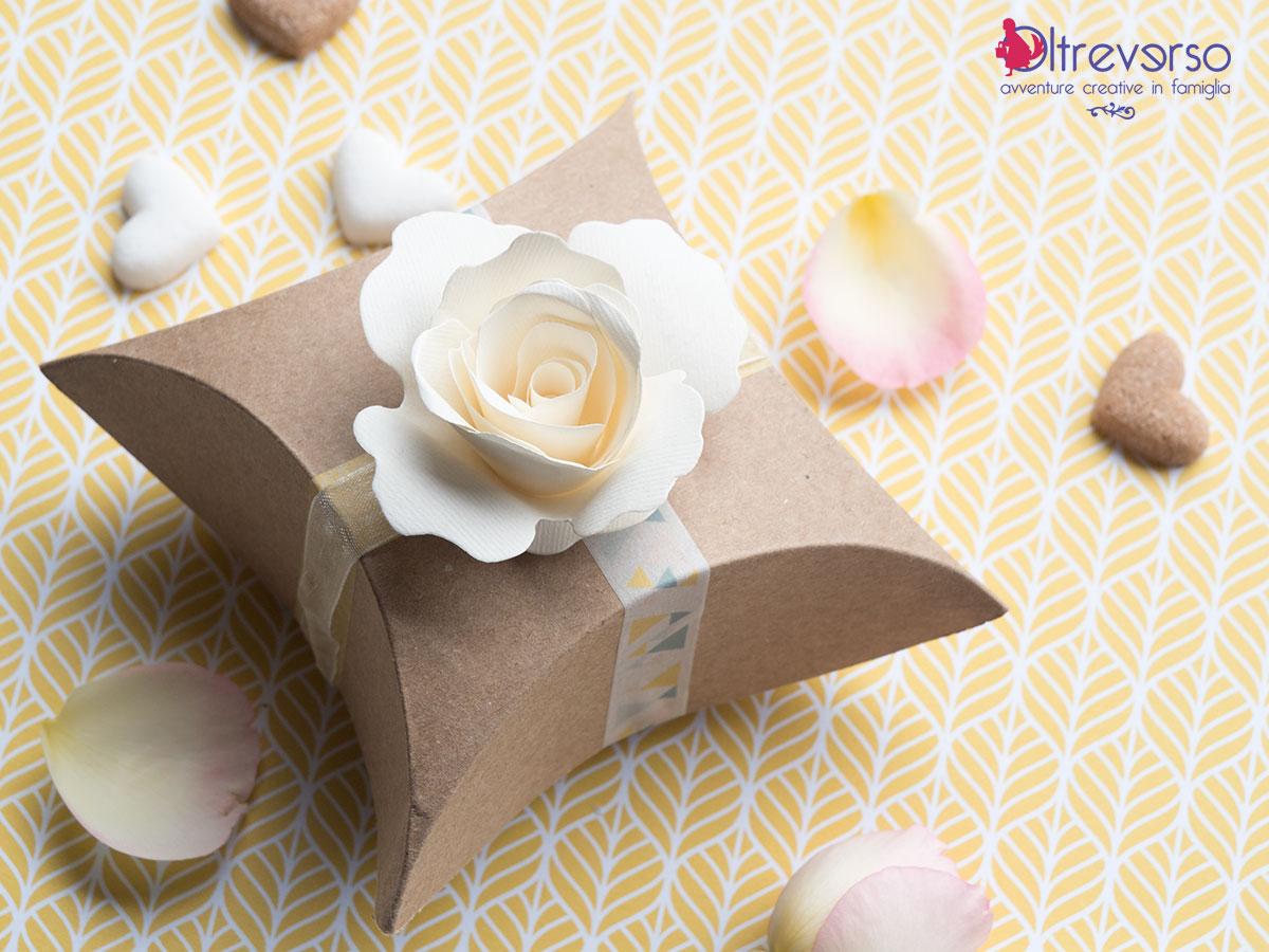scatole feste compleanno e bomboniere semplici e veloci da montare con rosa decorativa di carta